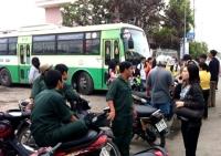 Hàng trăm khách bị bỏ rơi vì tài xế xe buýt lãn công